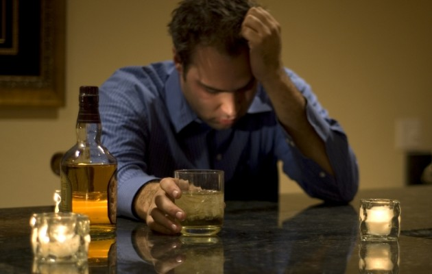 Η κρίση κάνει τους Έλληνες τζογαδόρους και αλκοολικούς