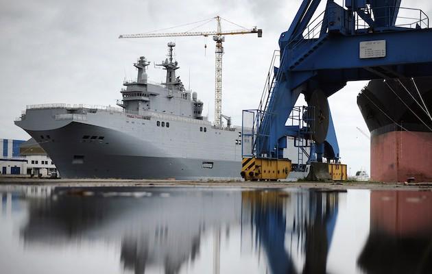 Η Γαλλία δεν παραδίδει ελικοπτεροφόρο στη Ρωσία
