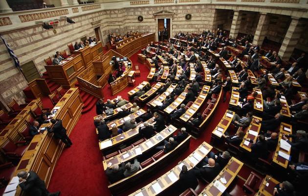 Με αντιπαραθέσεις ψηφίστηκε ο προϋπολογισμός 2015 της Βουλής