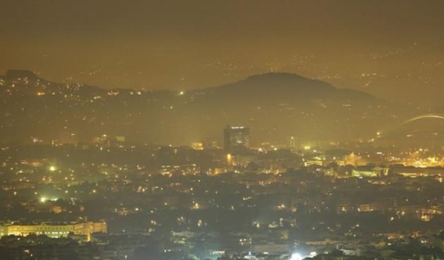 """Το """"έκαψαν"""" τα Χριστούγεννα οι Αθηναίοι –  Γέμισε αιθαλομίχλη το Λεκανοπέδιο"""