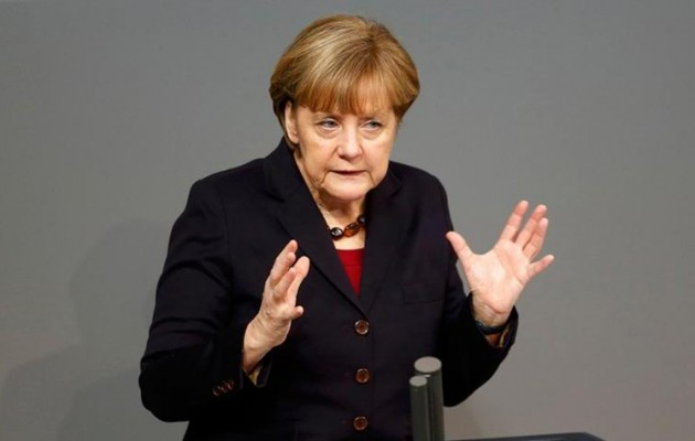 """Η Μέρκελ απειλεί τον ελληνικό λαό και ζητά """"ανταλλάγματα"""""""