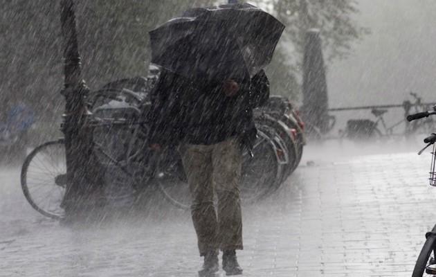 Χάλια ο καιρός έως την Παρασκευή – Βροχές και καταιγίδες