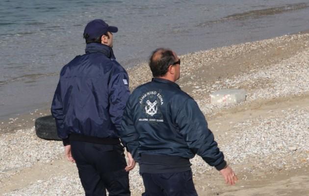 Άνδρας τελείως γυμνός εντοπίστηκε νεκρός στα βράχια παραλίας της Κέρκυρας