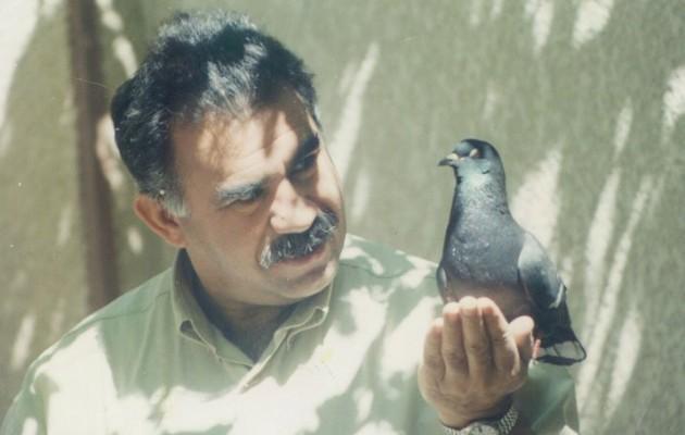 20 χρόνια από την προδοσία Οτσαλάν – Του ηγέτη που ενέπνευσε την αντίσταση στο Ισλαμικό Κράτος