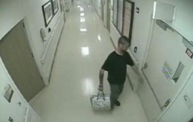 Πατέρας απαγάγει την 2 ημερών κόρη του on camera (βίντεο)