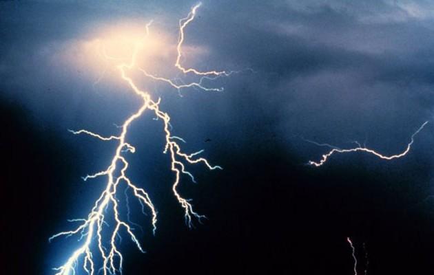 Σφοδρές καταιγίδες και βροχές το επόμενο δίωρο – Έκτακτο δελτίο της ΕΜΥ