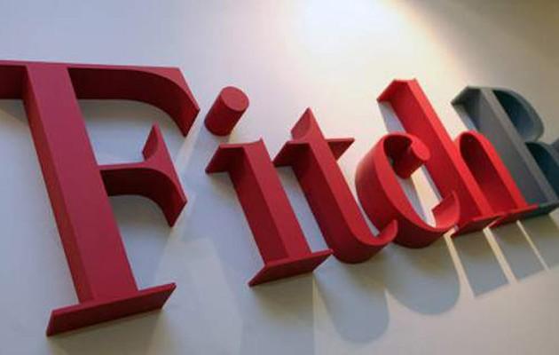 Διαψεύδει τις Κασσάνδρες η Fitch: Αναβάθμισε τις ελληνικές τράπεζες