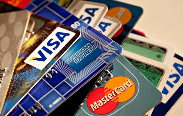 Πιστωτικές κάρτες: Τι αλλάζει από σήμερα σε αγορές μέσω internet και ανέπαφες συναλλαγές