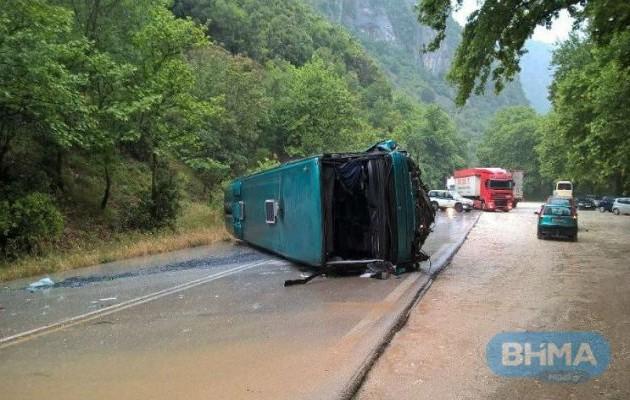 Τροχαίο με τρεις τραυματίες κοντά στα Ιωάννινα (φωτογραφίες)