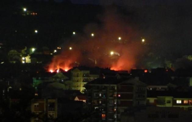 Σκόπια: Μάχες Αλβανών – Σκοπιανών στο Κουμάνοβο – Κτίρια καίγονται