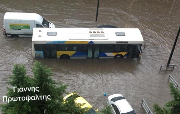 Ποτάμι κανονικό έγινε η Οδός Πειραιώς στον Ταύρο (φωτογραφίες)
