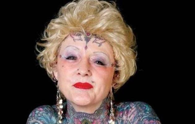 """Πέθανε η γυναίκα που είχε «στολίσει"""" το σώμα της με τατουάζ! (φωτογραφίες)"""
