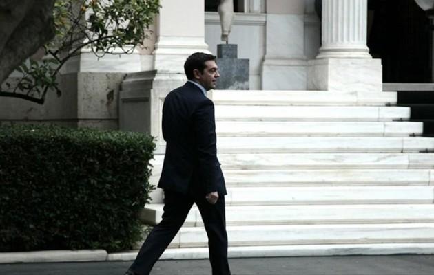 Ο Τσίπρας εκμεταλλεύεται την «ασίστ» Μητσοτάκη – Στήνει το δίλημμα της κάλπης
