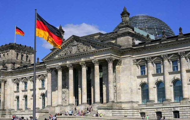 Handelsblatt: Γιατί η Γερμανία φοβάται τη διάλυση του ευρώ