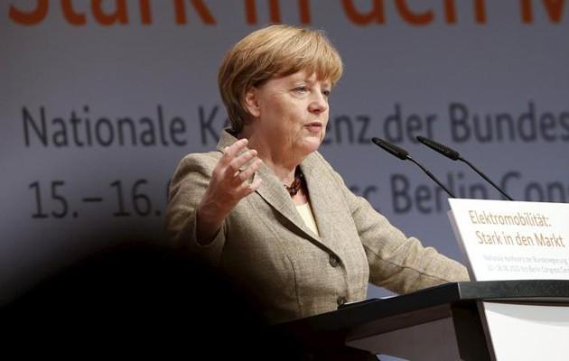 Bloomberg: Η Ελλάδα μπορεί να επιφέρει μεγάλο πλήγμα στην Μέρκελ