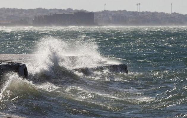 Πλησιάζει με άγριες διαθέσεις η «Ωκεανίς» – Χιόνια, καταιγίδες και θυελλώδεις άνεμοι