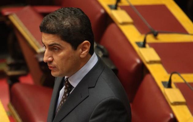 «Πελατειακή πρακτική» οι προσλήψεις στο Δημόσιο, λέει ο Αυγενάκης
