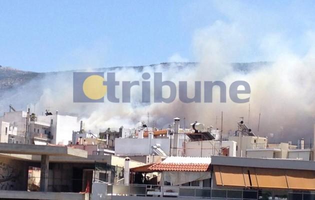 """Καίγεται ο Υμηττός – Απειλούνται σπίτια – Οι φλόγες """"γλύφουν"""" την Αθήνα (φωτογραφίες)"""