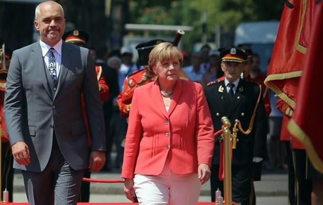 Η Μέρκελ ετοιμάζει Grexit  και είσοδο της Αλβανίας στην ΕΕ