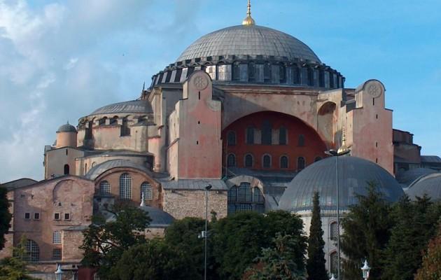 The Telegraph: Ο Ερντογάν θέλει να κάνει την Αγία Σοφία τζαμί για να ενισχυθεί από τους σκληροπυρηνικούς