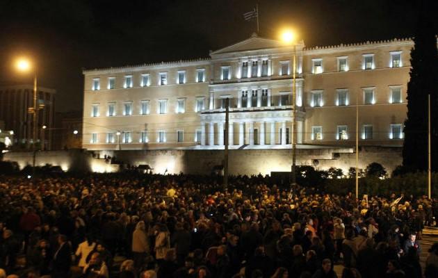 Συγκέντρωση διαμαρτυρίας κατά του μνημονίου στη Βουλή