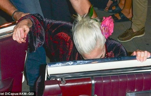 Η επική τούμπα της Lady Gaga (φωτογραφίες)