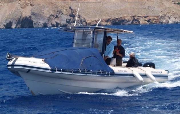 """Αυτή είναι η… """"θαλαμηγός"""" που πήγε τον Τσίπρα στη Μήλο! Μια… βάρκα"""
