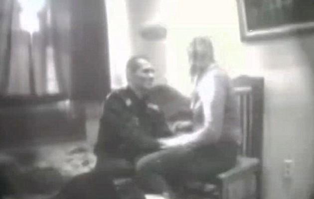 """Μαφιόζος """"το έκανε"""" με ακτιβίστρια στο κελί για… τα ανθρώπινα δικαιώματα (βίντεο)"""