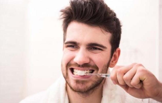 Πώς συνδέονται τα δόντια με τη στυτική δυσλειτουργία