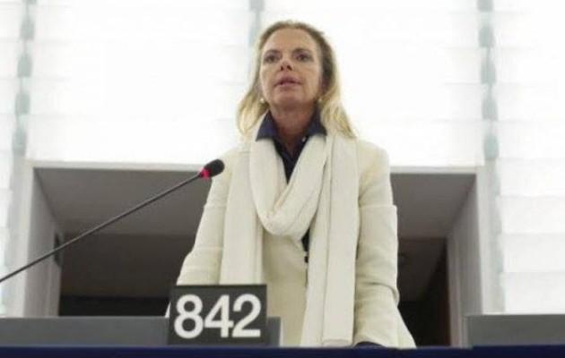 Η Ελίζα Βόζεμπεργκ διδάσκει νομικό πολιτισμό στην Ευρωπαϊκή Ένωση