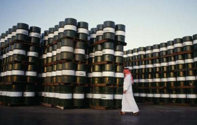 «Εκτινάχθηκε» η τιμή του πετρελαίου – Αυξάνεται ο κίνδυνος ύφεσης
