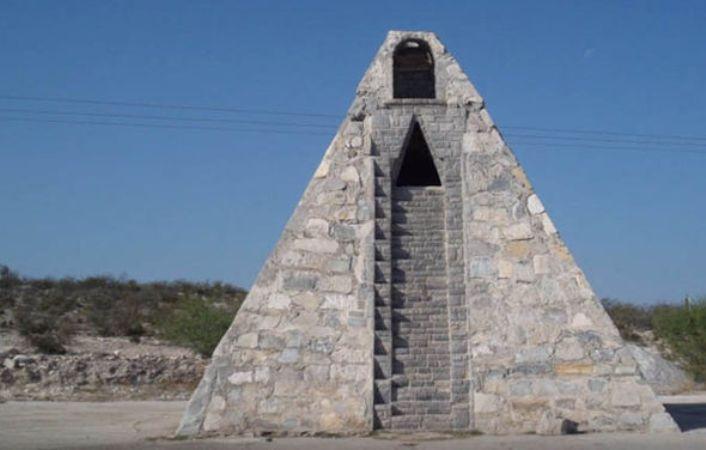 Pyramid-Mexico-Aliens