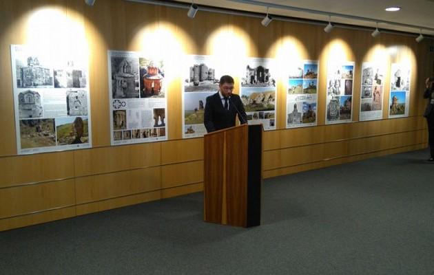 Φοβερός Ανδρουλάκης: Έστησε έκθεση στο Ευρωκοινοβούλιο με τις σφαγές των Τούρκων!