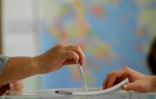 Δημοσκόπηση: Κλείνει την ψαλίδα ο ΣΥΡΙΖΑ – Περιχαρακωμένη η Ν.Δ. – Δεν «τραβάει» ο Μητσοτάκης