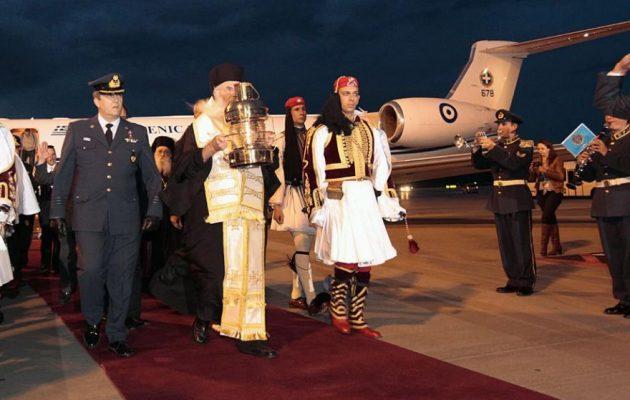 Η «διαδρομή» του Αγίου Φωτός από τα Ιεροσόλυμα στην Ελλάδα