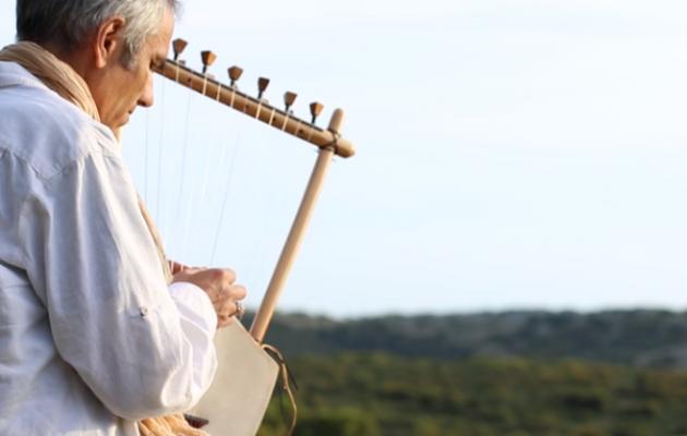 Ακούστε αρχαία ελληνική λύρα και προσπαθήστε να μη δακρύσετε (βίντεο)