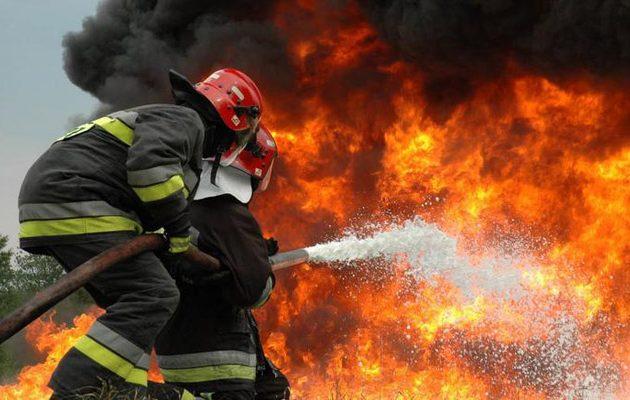 Μυστήριο με απανθρακωμένο άνδρα σε πυρκαγιά στη Λαυρίου