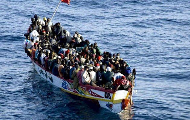 Σχεδόν χίλιοι μετανάστες έφτασαν στη Λαμπεντούζα το τελευταίο 24ωρο