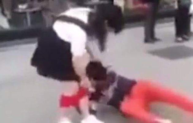 Τον απάτησε και την… ξεβράκωσε δημοσίως για εκδίκηση (βίντεο)