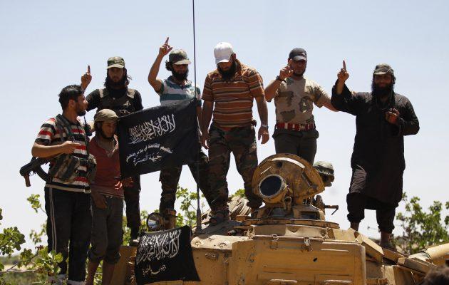 Δεκάδες νεκροί σε μάχες μεταξύ κυβερνητικών και τζιχαντιστών στη βορειοδυτική Συρία