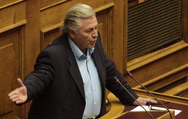 Ο Παπαχριστόπουλος δήλωσε ότι θα διατηρήσει την έδρα του και την επόμενη εβδομάδα – Τι είπε