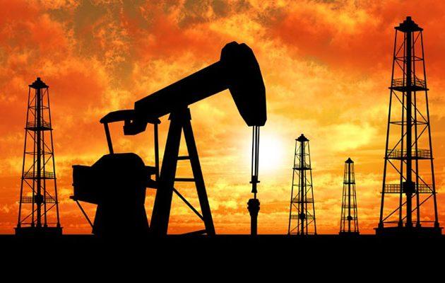 """""""Σκαρφαλώνουν"""" οι τιμές του πετρελαίου στις αγορές"""