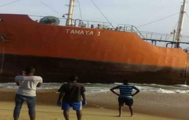 """""""Πλοίο φάντασμα"""" ξεβράστηκε σε ακτή της Λιβερίας (φωτο)"""