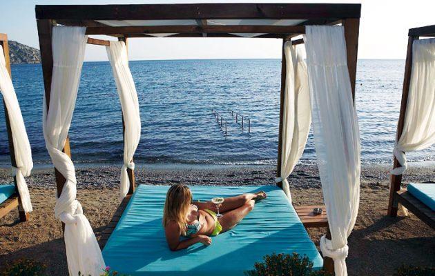 Οι καλύτερες παραλίες της Αττικής – Πόσο θα σας στοιχίσει το μπάνιο