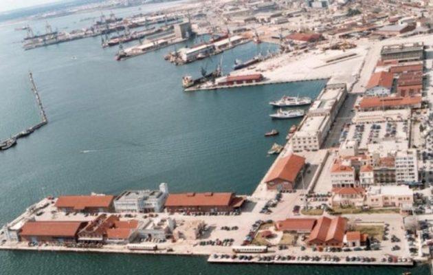 """""""Δύσκολα"""" πέρασαν στο λιμάνι Θεσσαλονίκης βουλευτές της ΝΔ (βίντεο)"""