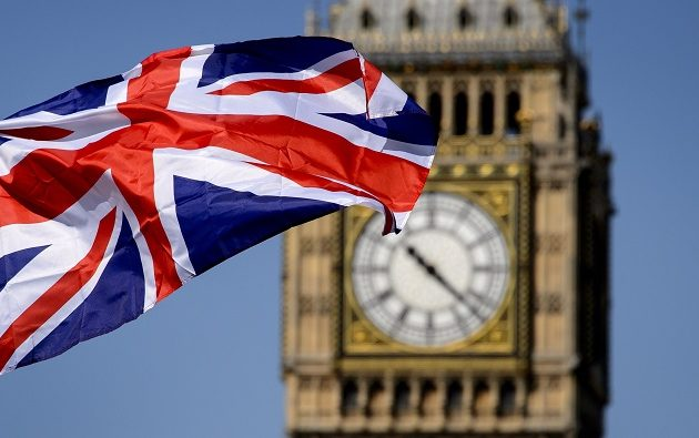 Η Βρετανία εξετάζει να κλείσει τα σύνορά της λόγω κορωνοϊού