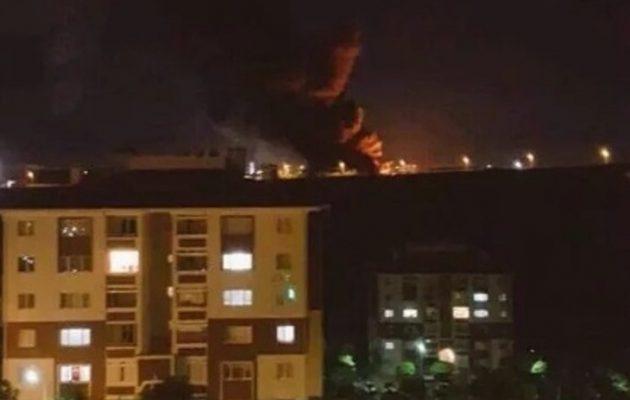 Καίγονται τα γραφεία των Τουρκικών Υπηρεσιών Πληροφοριών (φωτο)
