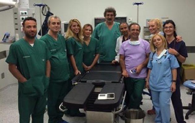 Και υπουργός και γιατρός: Ο Πολάκης χειρούργησε ασθενή στη Σαντορίνη