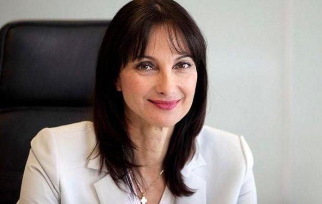 Η Έλενα Κουντουρά δίνει ψήφο εμπιστοσύνης στην κυβέρνηση