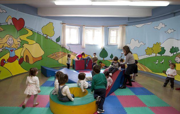 Όλα τα παιδιά των πυρόπληκτων περιοχών της Αττικής θα πάρουν voucher για παιδικούς σταθμούς